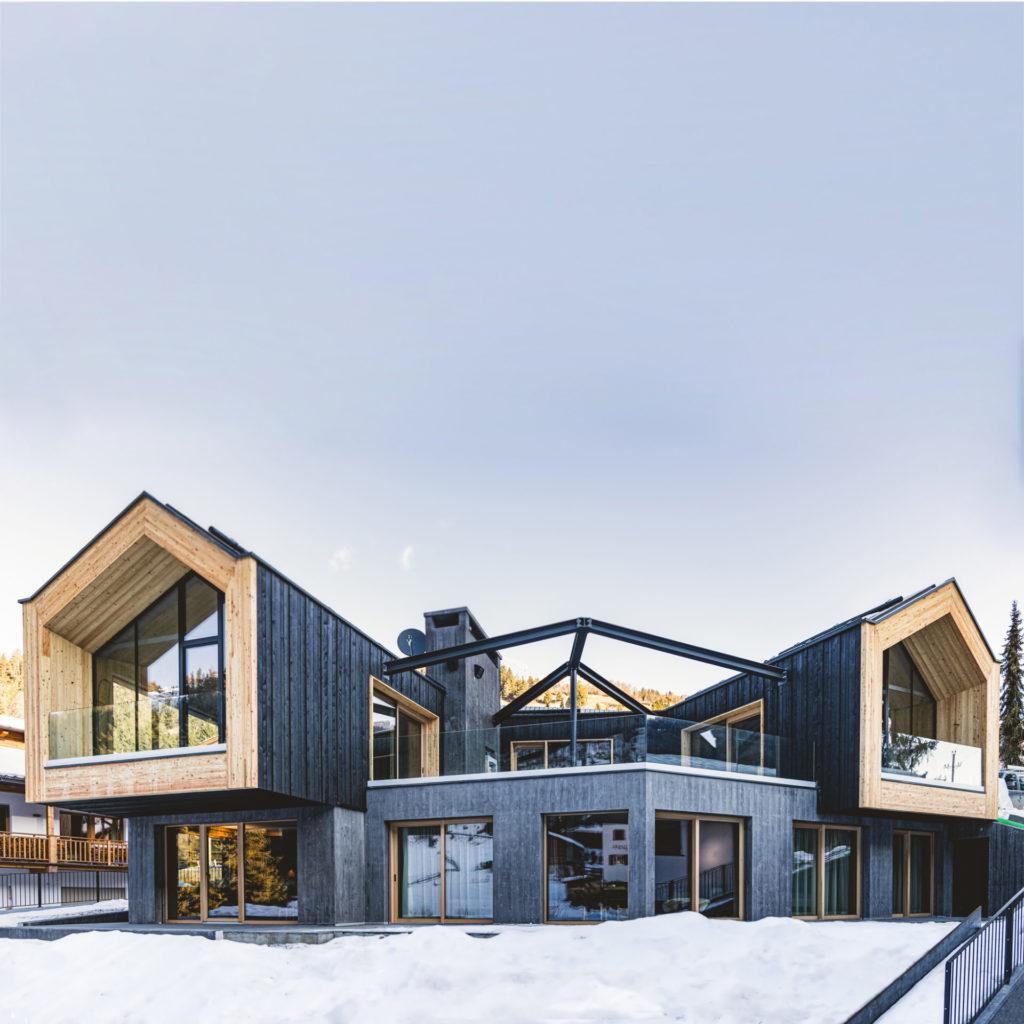 Wohnbau in Gröden, gebaut von der Baufirma Schweigkofler aus Südtirol.