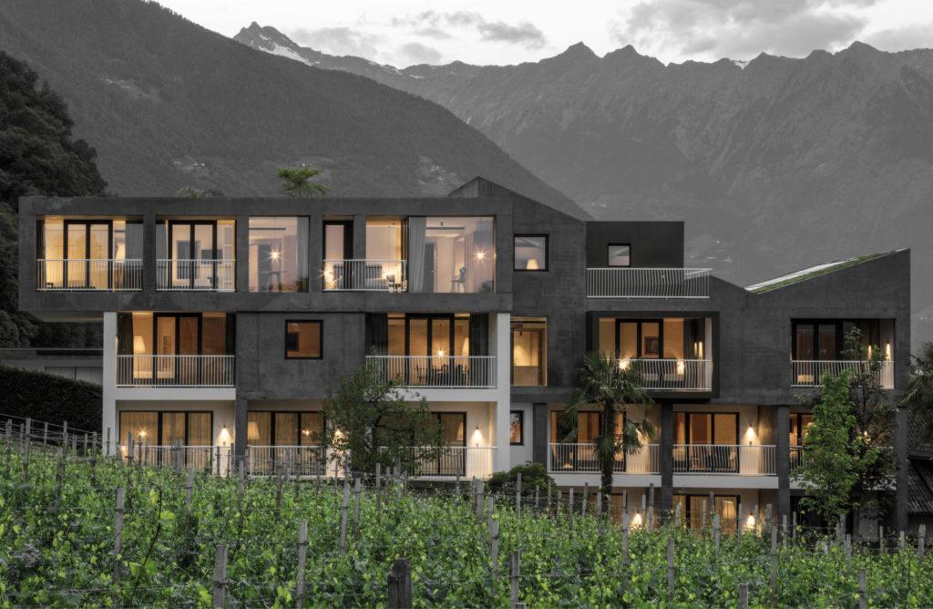 Hotelbau in Lana. Sichtbeton, Architektur und Ästhetik. Baufirma Schweigkofler aus Südtirol.