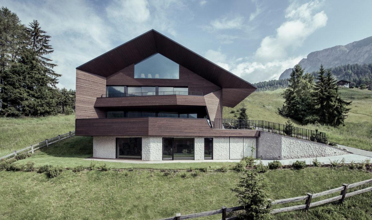 Wohnbau in Wolkenstein in Gröden. Baufirma Schweigkofler aus Südtirol.