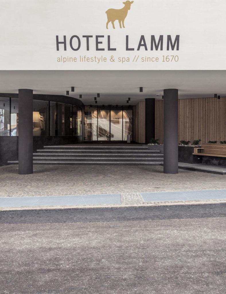 Hotelbau in Kastelruth. Architektur und Ästhetik. Baufirma Schweigkofler aus Südtirol.
