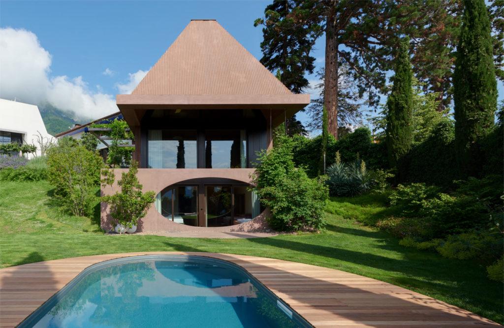 Wohnbau in Kaltern. Sichtbeton, Architektur und Ästhetik. Baufirma Schweigkofler aus Südtirol.
