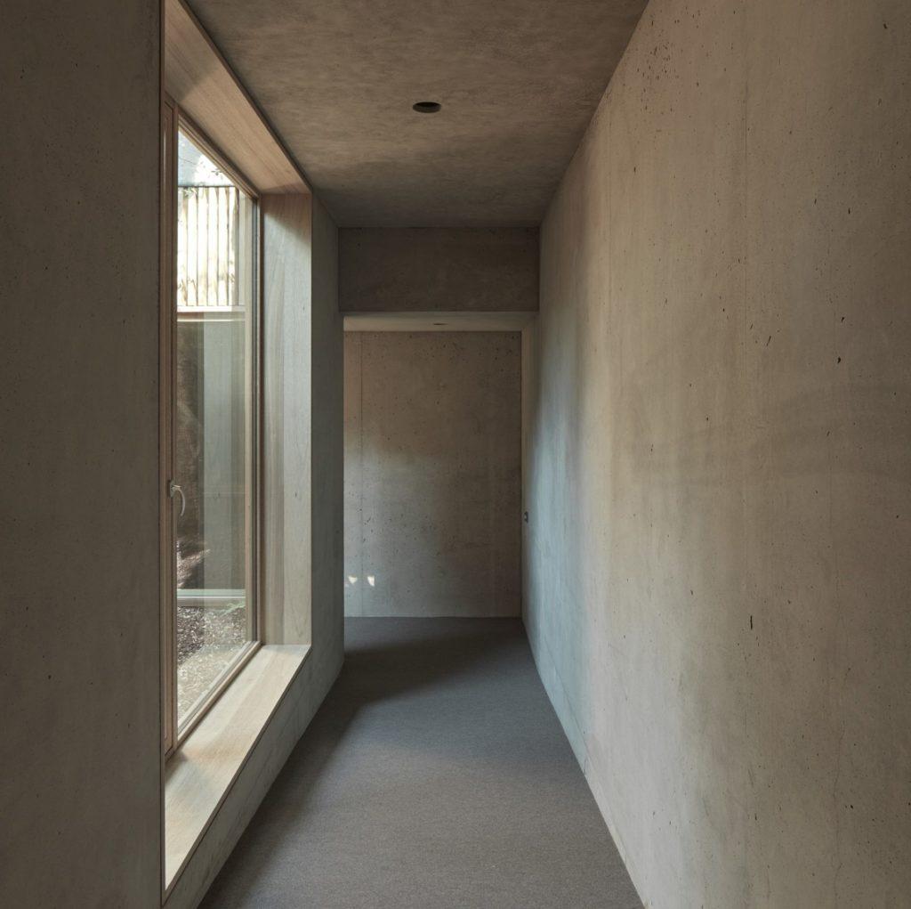 Wohnbau in Venetien. Sichtbeton, Dämmbeton, Monolithische Bauweise. Baufirma Schweigkofler aus Südtirol.